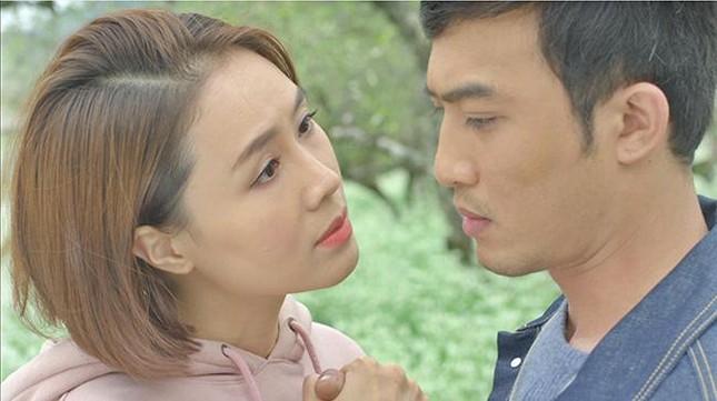Chân dung người đàn ông đầu tiên hôn Hồng Diễm trên màn ảnh làm Hồng Đăng 'tiếc hùi hụi' ảnh 2