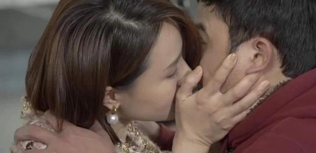 Chân dung người đàn ông đầu tiên hôn Hồng Diễm trên màn ảnh làm Hồng Đăng 'tiếc hùi hụi' ảnh 1