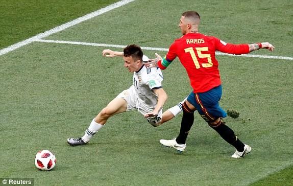 Thắng nghẹt thở Tây Ban Nha bằng 'đấu súng', Nga tiến vào tứ kết ảnh 25