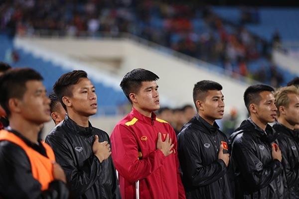 Lục Xuân Hưng chống nạng, bật khóc vì tan mộng Asian Cup 2019 ảnh 2
