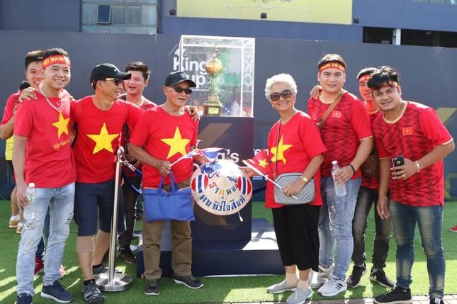 Anh Đức ghi bàn phút bù giờ, tuyển Việt Nam hạ Thái Lan vào chung kết King's Cup ảnh 7