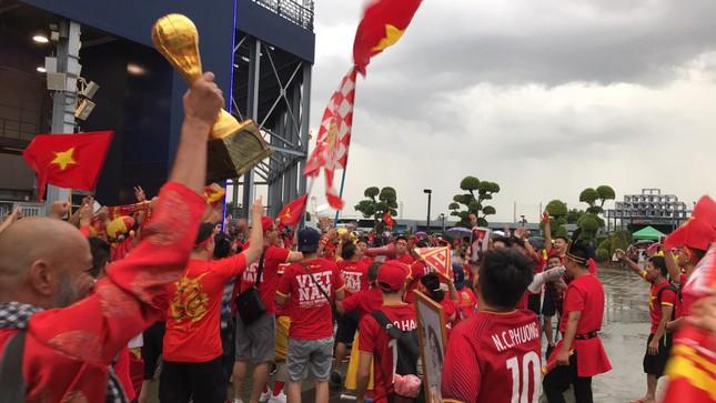 Anh Đức ghi bàn phút bù giờ, tuyển Việt Nam hạ Thái Lan vào chung kết King's Cup ảnh 5