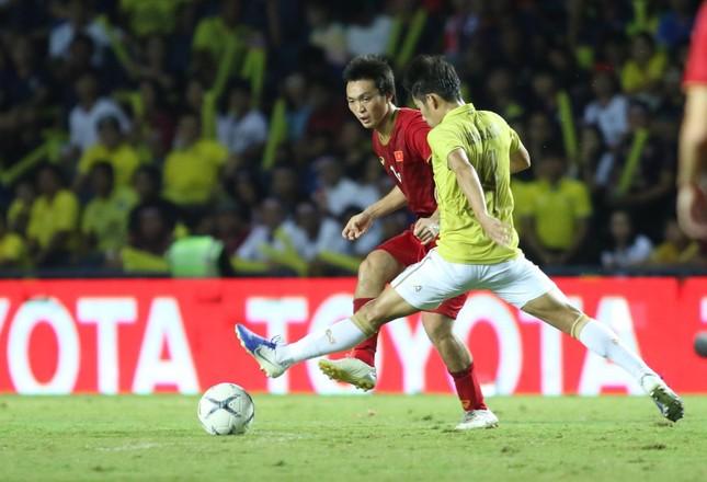 Anh Đức ghi bàn phút bù giờ, tuyển Việt Nam hạ Thái Lan vào chung kết King's Cup ảnh 17