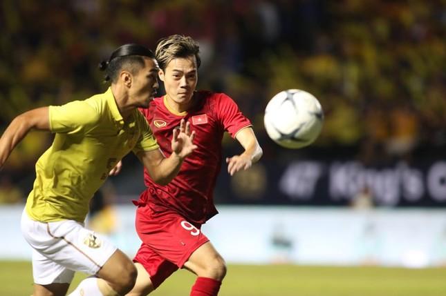 Anh Đức ghi bàn phút bù giờ, tuyển Việt Nam hạ Thái Lan vào chung kết King's Cup ảnh 13