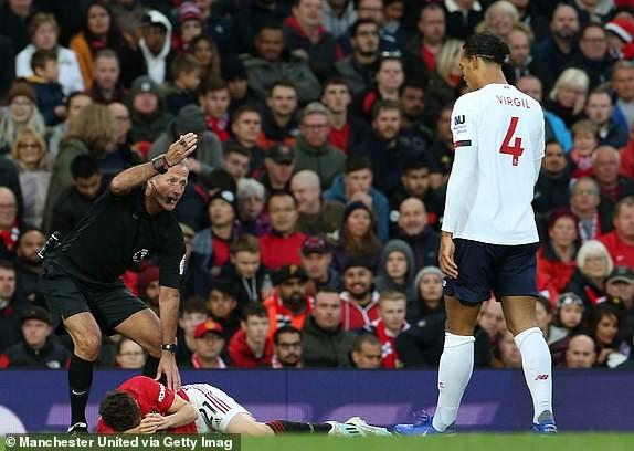 VAR 2 lần trợ giúp, M.U vẫn không thắng được Liverpool ảnh 13