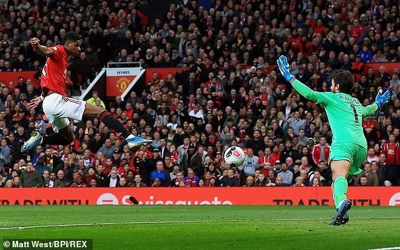 VAR 2 lần trợ giúp, M.U vẫn không thắng được Liverpool ảnh 10