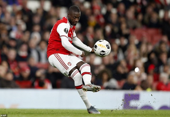 'Bom tấn' lập siêu phẩm đá phạt, Arsenal thắng ngược khó tin ảnh 1