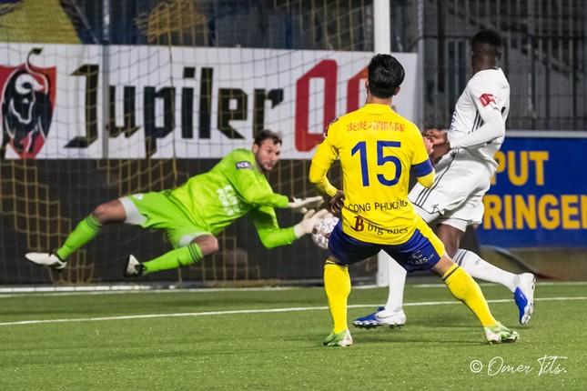 Công Phượng đá chính, U21 Sint-Truidense thảm bại 1-6 ảnh 1