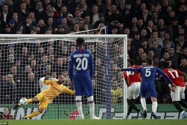Rashford lập siêu phẩm, M.U hạ Chelsea ngay tại Stamford Bridge ảnh 1