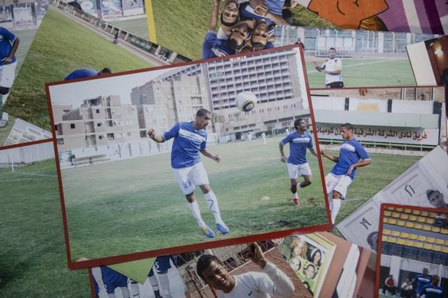 Cầu thủ Ai Cập làm thợ xây, bán kẹo kéo kiếm sống mùa COVID-19 ảnh 1