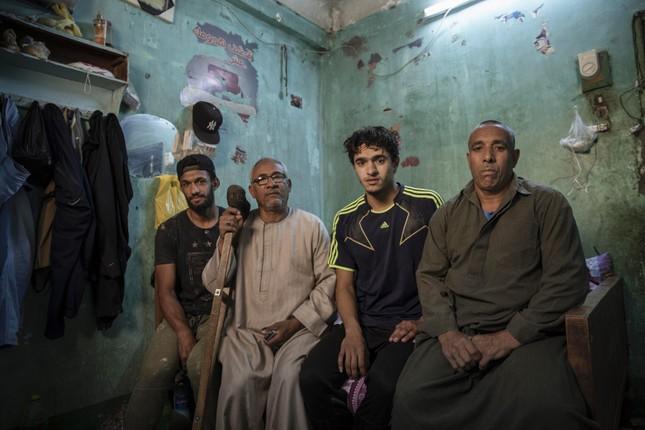 Cầu thủ Ai Cập làm thợ xây, bán kẹo kéo kiếm sống mùa COVID-19 ảnh 5