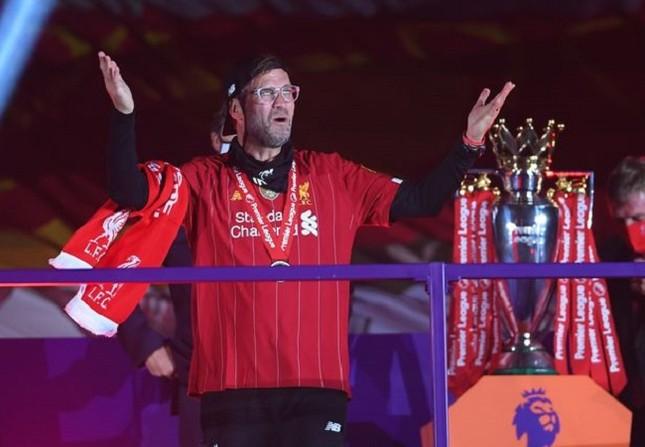 Anfield đỏ rực pháo hoa ngày Liverpool đón cúp vô địch ảnh 9