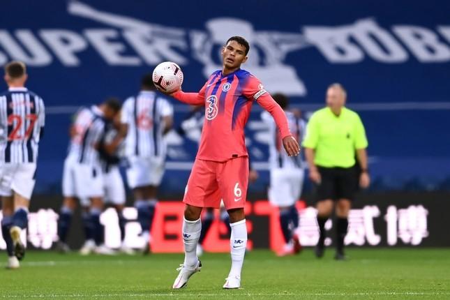 Thiago Silva mắc lỗi sơ đẳng ngay lần đầu tiên làm đội trưởng Chelsea ảnh 1