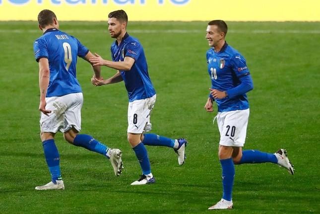 Thắng trận cầu 6 điểm, Italia áp sát bán kết Nations League ảnh 1