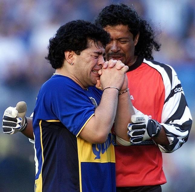 Diego Maradona: Khi người đàn ông khóc ảnh 4