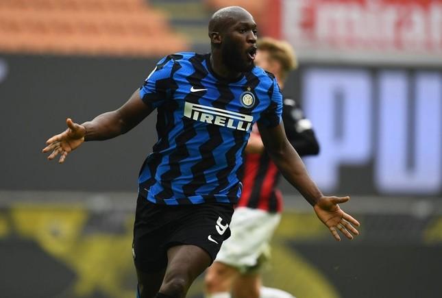 Milan bại trận, Ibra cúi đầu vỗ tay tán thưởng Lukaku ảnh 1
