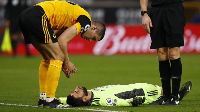 Chấn thương kinh hoàng khiến thủ môn Ngoại hạng Anh bất tỉnh ảnh 2