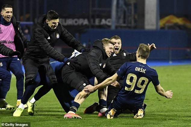 Tottenham thua ngược khó tin, HLV Jose Mourinho nổi cơn tam bành ảnh 1