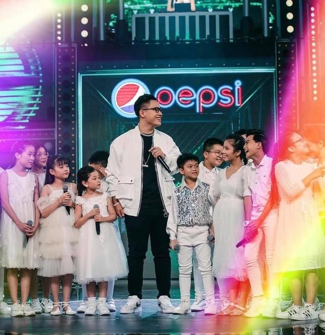 Chung kết Rap Việt: Rap về miền Trung, Gonzo khiến Trấn Thành một lần nữa rơi nước mắt ảnh 4