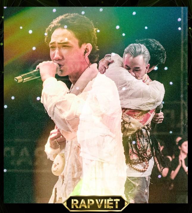 Chung kết Rap Việt: Rap về miền Trung, Gonzo khiến Trấn Thành một lần nữa rơi nước mắt ảnh 2