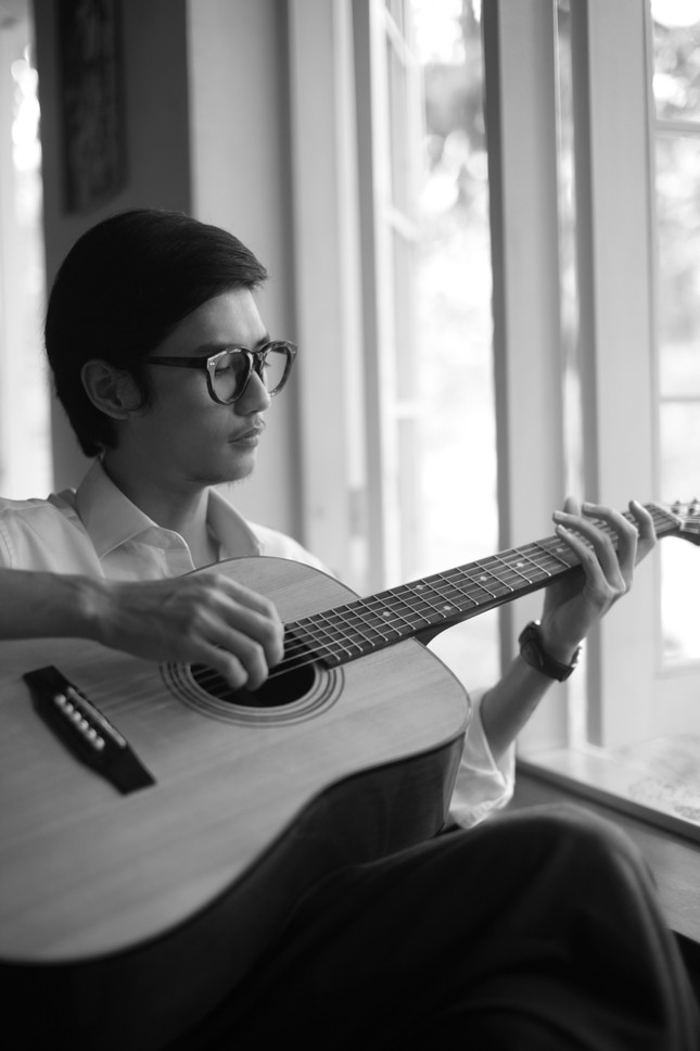 Chàng trai 25 tuổi vào vai Trịnh Công Sơn khiến em gái cố nghệ sĩ rơi nước mắt ảnh 3