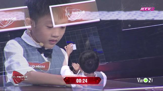 Cậu bé 7 tuổi có trí nhớ siêu phàm tại Siêu trí tuệ khiến Trấn Thành, Tóc Tiên chào thua ảnh 1