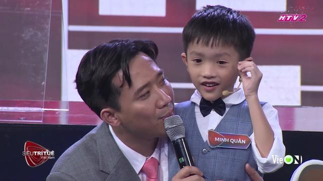 Cậu bé 7 tuổi có trí nhớ siêu phàm tại Siêu trí tuệ khiến Trấn Thành, Tóc Tiên chào thua ảnh 3