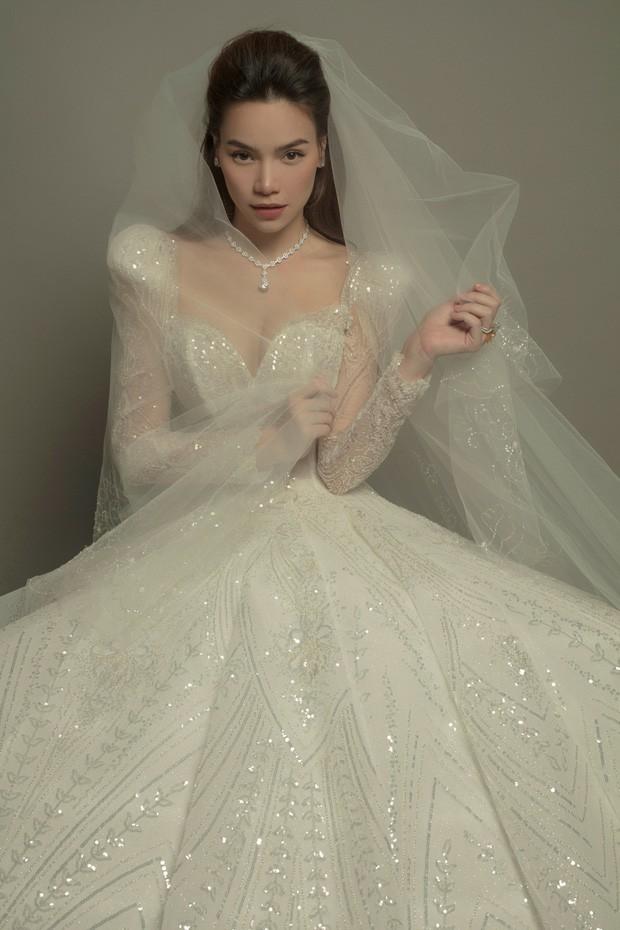 Hồ Ngọc Hà khoe ảnh lộng lẫy trong bộ váy cưới, nhan sắc bà mẹ 3 con ngày một lên hương ảnh 1