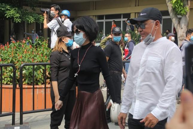 Ngày buồn cuối năm của showbiz Việt: Đông đảo nghệ sĩ đến tiễn biệt danh hài Chí Tài ảnh 9