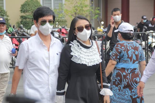 Ngày buồn cuối năm của showbiz Việt: Đông đảo nghệ sĩ đến tiễn biệt danh hài Chí Tài ảnh 10
