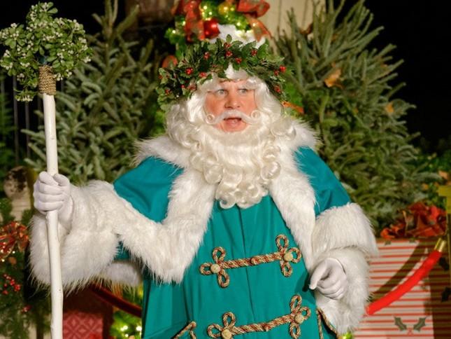 Bất ngờ với 13 phiên bản của ông già Noel trên thế giới ảnh 1
