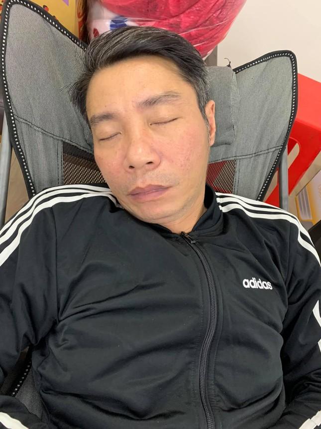 Công Lý say sưa ngủ sau 15 tiếng tập Táo Quân, 'Giáo sư Xoay' hài hước lý giải ảnh 1