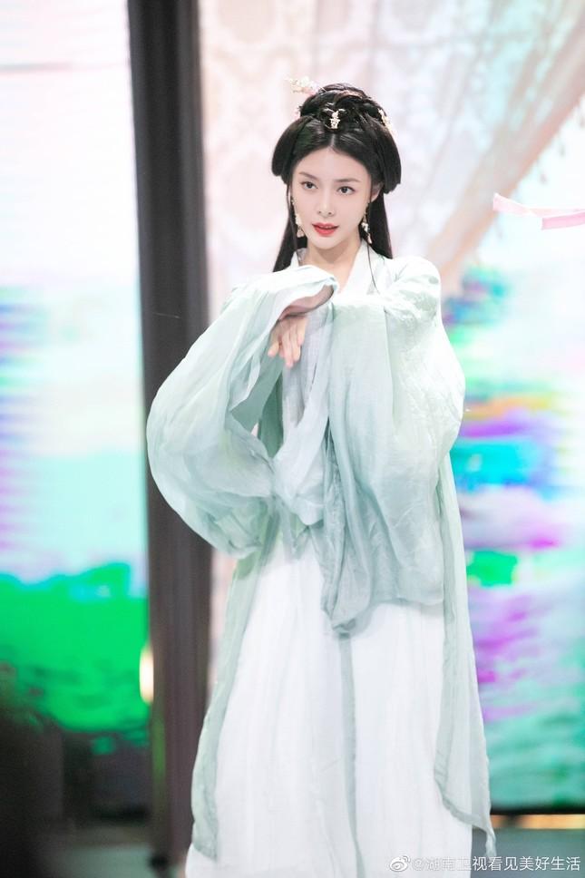 Mê mẩn ngắm các nữ diễn viên hóa thành tứ đại mỹ nhân trong lịch sử Trung Quốc ảnh 6