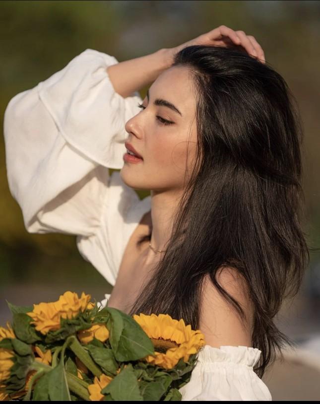 Mê đắm với loạt hình 'ma nữ đẹp nhất Thái Lan' khoe nhan sắc rạng rỡ hơn hoa ảnh 2