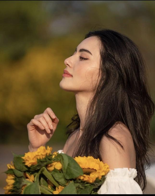 Mê đắm với loạt hình 'ma nữ đẹp nhất Thái Lan' khoe nhan sắc rạng rỡ hơn hoa ảnh 3