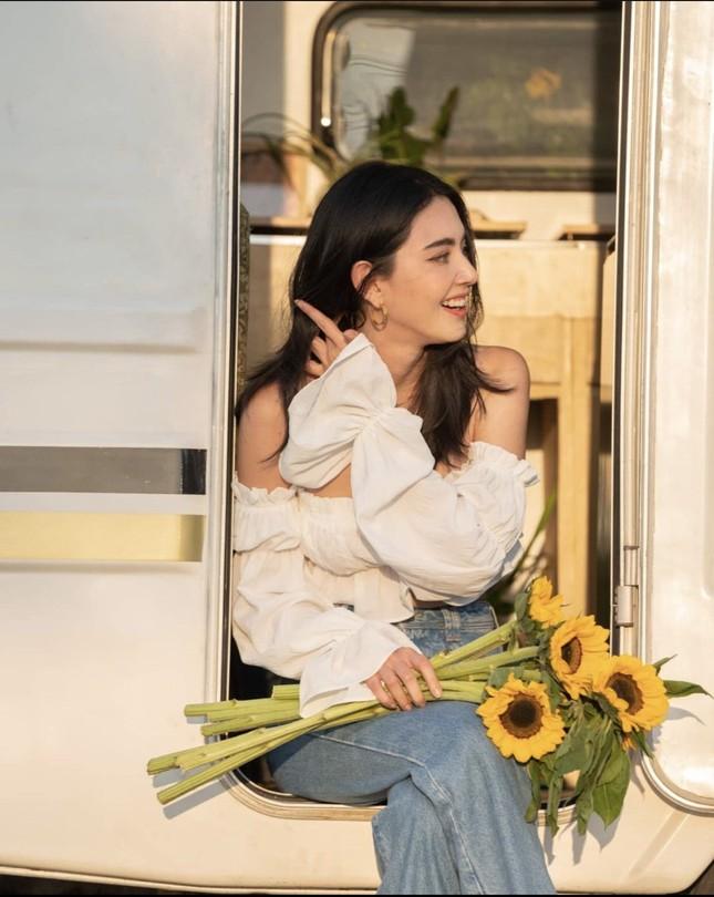 Mê đắm với loạt hình 'ma nữ đẹp nhất Thái Lan' khoe nhan sắc rạng rỡ hơn hoa ảnh 7