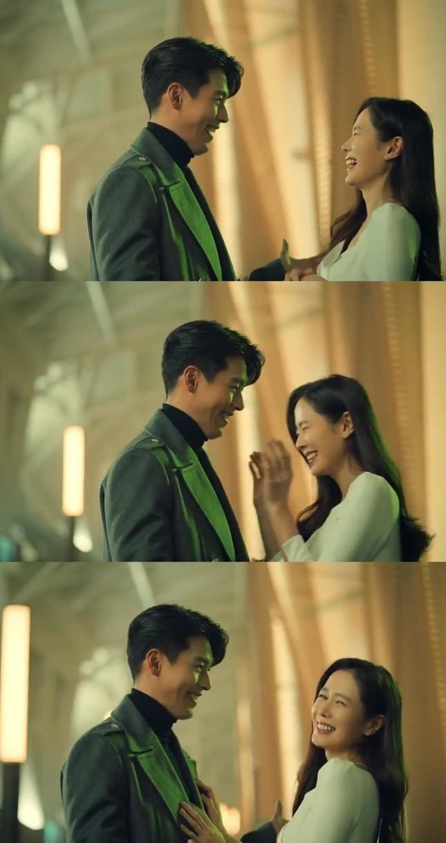Cặp đôi 'Hạ cánh nơi anh' Hyun Bin - Son Yejin gây 'bão' khi xuất hiện tình tứ trong lễ tình nhân ảnh 1