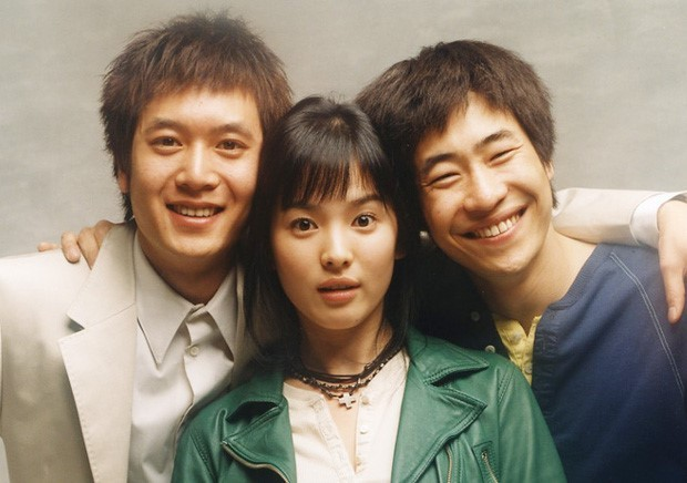 Song Hye Kyo công khai thân mật với đồng nghiệp nam sau 2 năm ly hôn Song Joong Ki ảnh 2