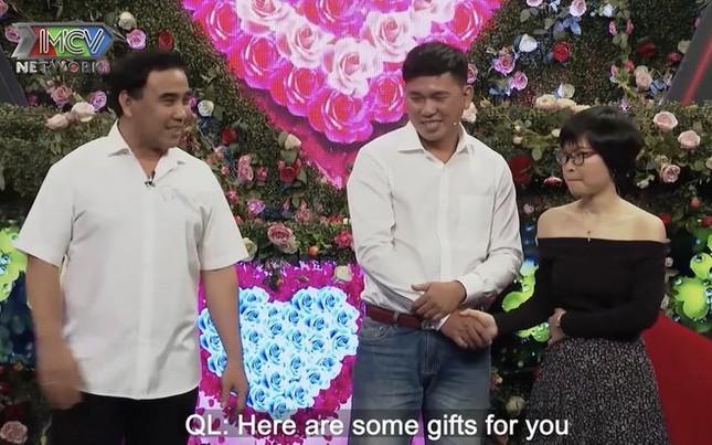 Quyền Linh hoảng hốt khi chàng trai 'cướp' nụ hôn đầu của cô gái chưa mảnh tình 'vắt vai' ảnh 4