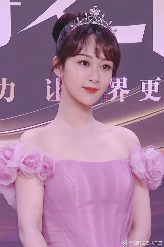Địch Lệ Nhiệt Ba, 'mỹ nữ 4000 năm' gây chao đảo đêm hội Weibo vì nhan sắc tựa nữ thần ảnh 9