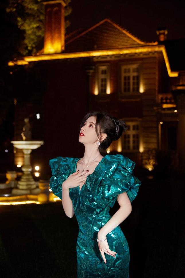 Địch Lệ Nhiệt Ba, 'mỹ nữ 4000 năm' gây chao đảo đêm hội Weibo vì nhan sắc tựa nữ thần ảnh 4