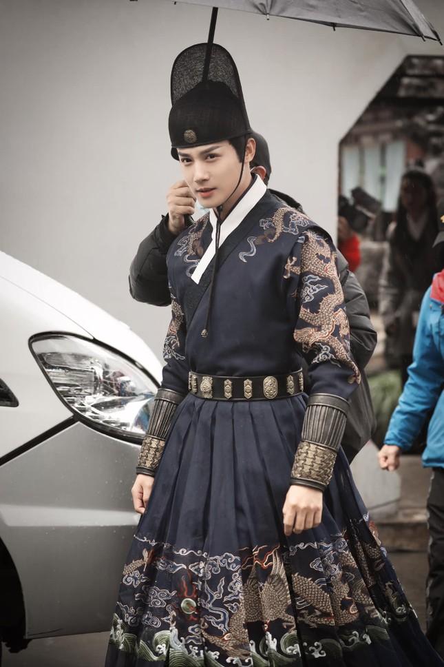 Song Hye Kyo khoe vai trần gợi cảm, nhan sắc cực phẩm dù đã bước sang tuổi 40 ảnh 11