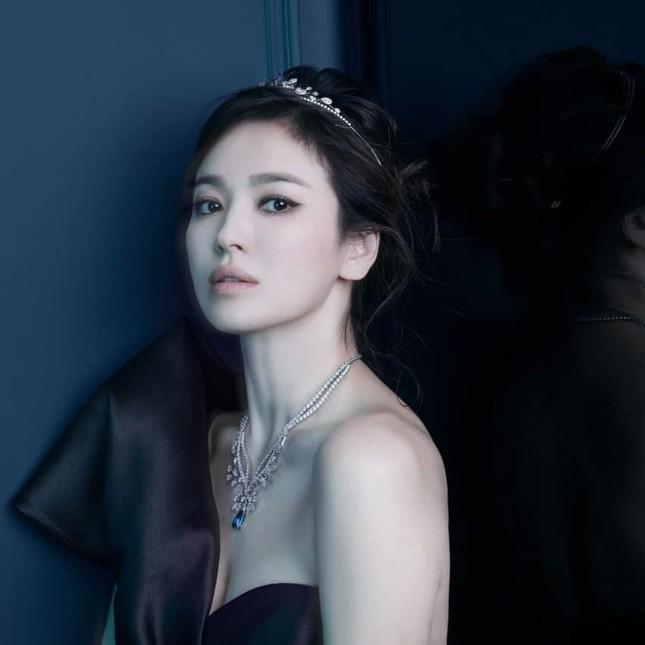 Song Hye Kyo khoe vai trần gợi cảm, nhan sắc cực phẩm dù đã bước sang tuổi 40 ảnh 4