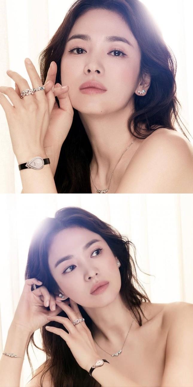 Song Hye Kyo khoe vai trần gợi cảm, nhan sắc cực phẩm dù đã bước sang tuổi 40 ảnh 1