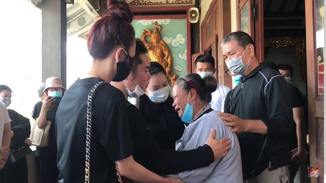 Lý Nhã Kỳ bật khóc xin lỗi mẹ 'phù thủy' trang điểm Minh Lộc, nhận chu cấp từ nay về sau ảnh 2
