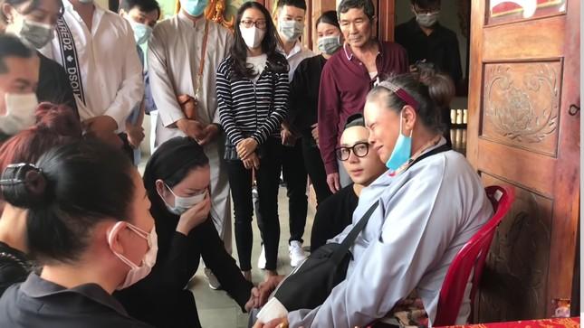 Lý Nhã Kỳ bật khóc xin lỗi mẹ 'phù thủy' trang điểm Minh Lộc, nhận chu cấp từ nay về sau ảnh 1