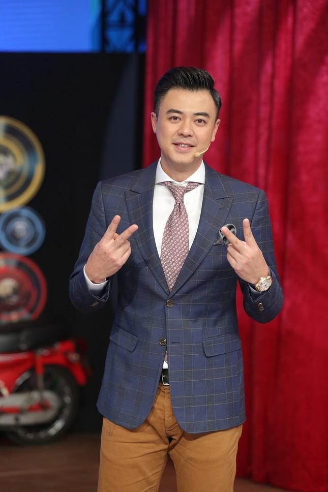 Tuấn Tú xúc động tiết lộ MC Lại Văn Sâm chính là người thầy đầu tiên trong sự nghiệp ảnh 1