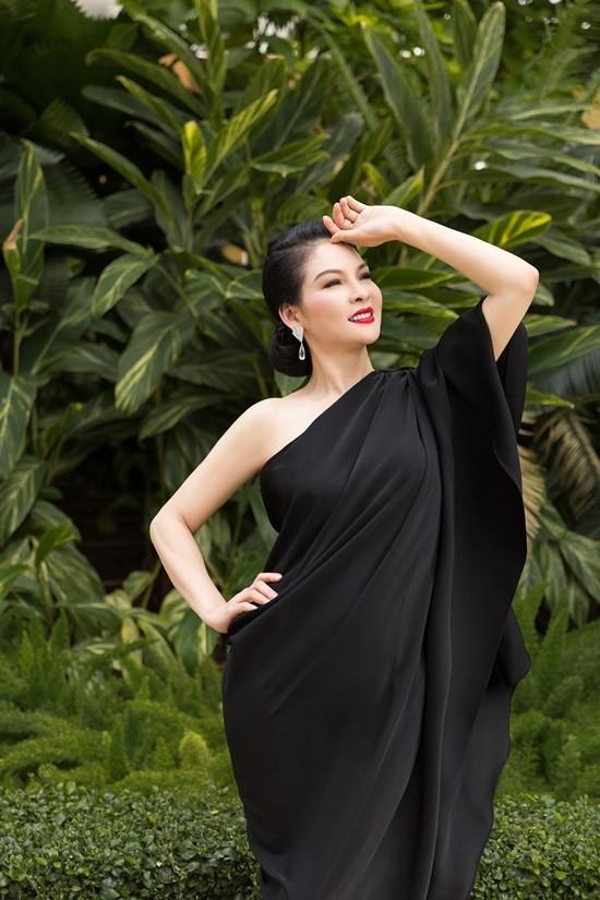 'Đệ nhất mỹ nhân' Thủy Hương trẻ trung, nuột nà ở tuổi 54 ảnh 2