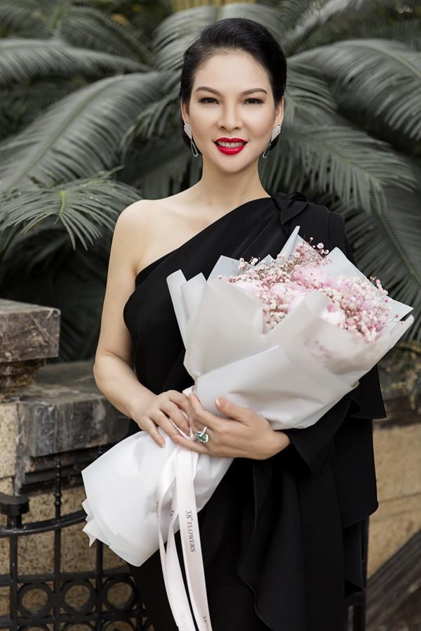 'Đệ nhất mỹ nhân' Thủy Hương trẻ trung, nuột nà ở tuổi 54 ảnh 4
