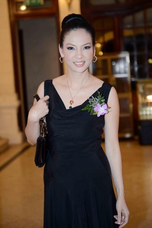 'Đệ nhất mỹ nhân' Thủy Hương trẻ trung, nuột nà ở tuổi 54 ảnh 6